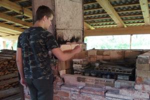 Malá vysokožárná pec na vypalování keramiky dřevem