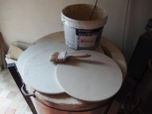 Wadding a ošetřující nátěr na pláty do keramických pecí.