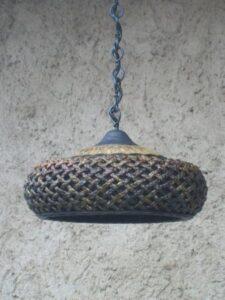 Originální lustr-kov,keramika a přírodní materiály