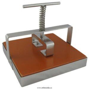 Mechanické vykrajovače keramických hmot