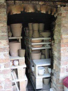 Plnění keramické pece
