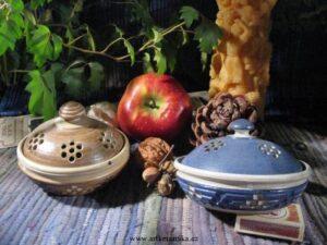 Potpourri z keramické nádoby